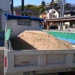 DIY庭づくりにおすすめ!庭に大量の土を入れる方法