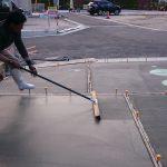 土間コンクリートの一般的な仕上げ方2選(ハケ引き・金ゴテ 仕上げ)